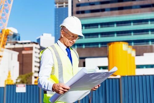 les étapes de construction d'un bâtiment industriel